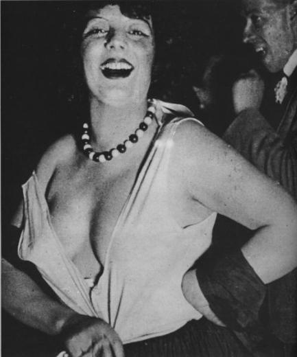 Kiki le 3 mai 1929 au bal de charité de l'Aide amicale des artistes.