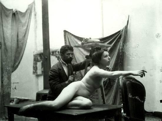 Avec son modèle Nel, 1890