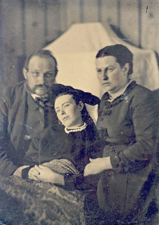 photo-de-famille-avec-un-mort_6.jpg